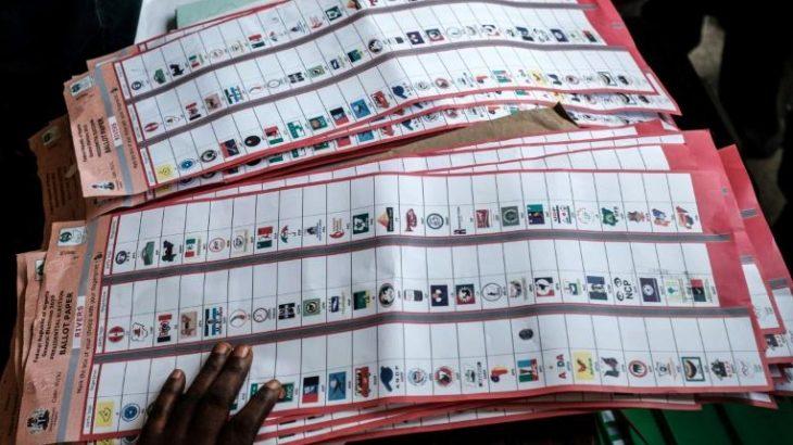 Présidentielle au Nigeria: le décompte des voix se poursuit