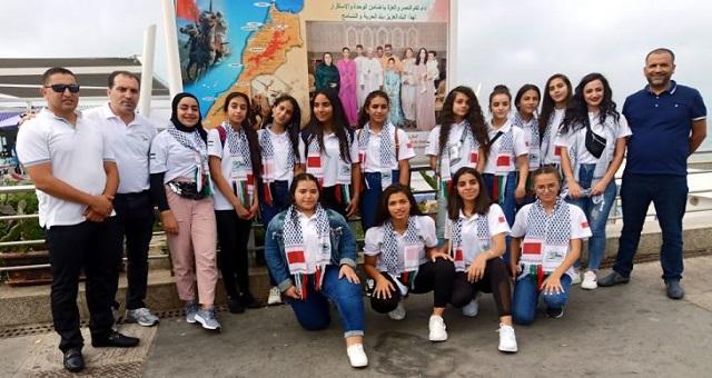 Le groupe d'enfants maqdessis visite des sites touristiques à Tanger