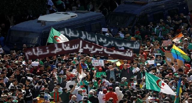 Le Figaro: «Le Hirak de retour en Algérie pour dénoncer le pouvoir militaire et réclamer plus de démocratie»