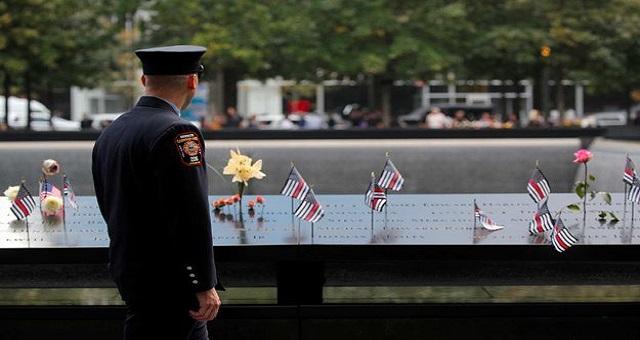 New York a commémoré dans la tristesse le 18è anniversaire des attentats du 11 septembre