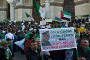 Des milliers de manifestants à Alger pour le 31e vendredi consécutif malgré un gros déploiement policier