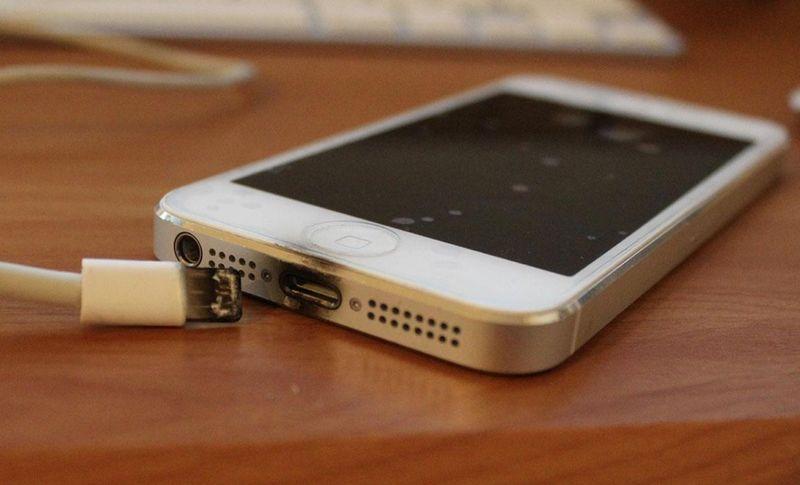 Le ministère de l'Industrie veut contrôler la conformité des chargeurs de téléphones