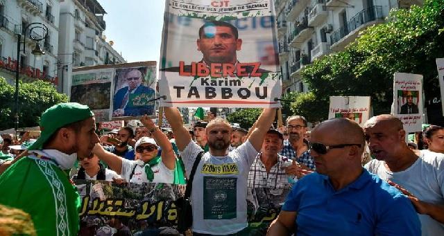 Algérie: L'opposant Karim Tabbou placé en garde à vue