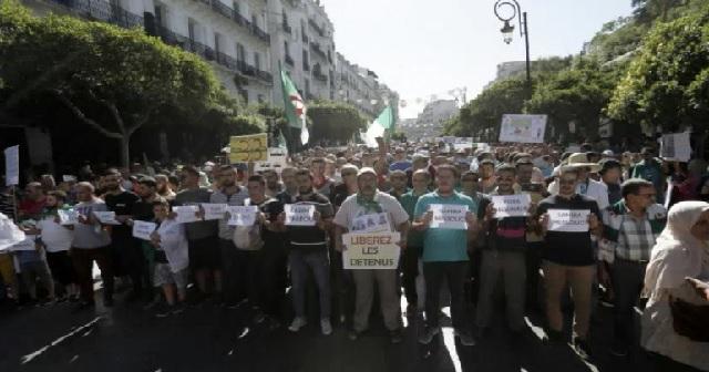 Algérie : des journalistes et militants derrière les barreaux pour des posts sur internet