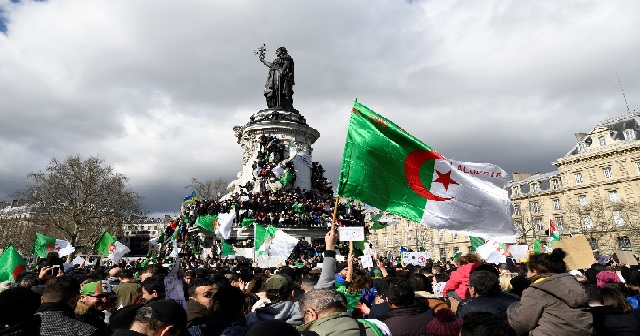 La diaspora algérienne à Paris appelle à des «Assises nationales de transition»