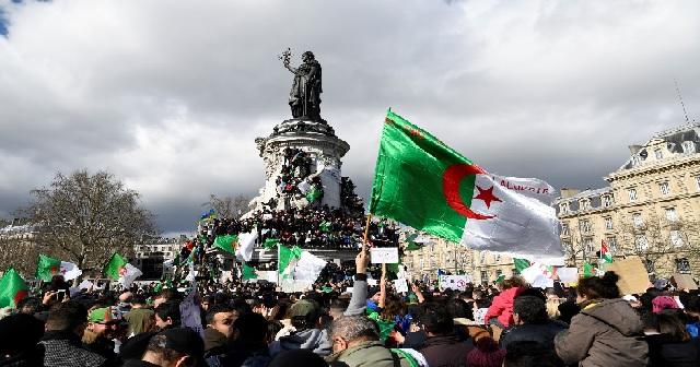 France : la diaspora algérienne continue à manifester «pour une Algérie nouvelle»