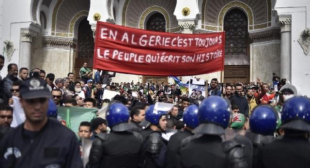 Le pouvoir algérien dénonce le