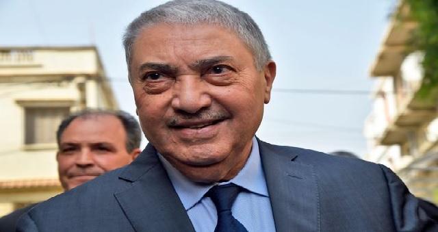 Algérie : Le candidat à la présidentielle Ali Benflis hué et chassé par des Algériens