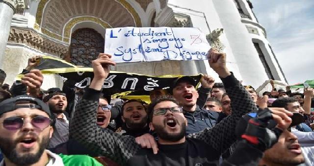 Algérie : Les étudiants manifestent contre la tenue de la présidentielle