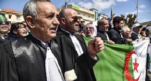 Algérie : Les magistrats, en grève, manifestent à Alger pour l'indépendance de la justice