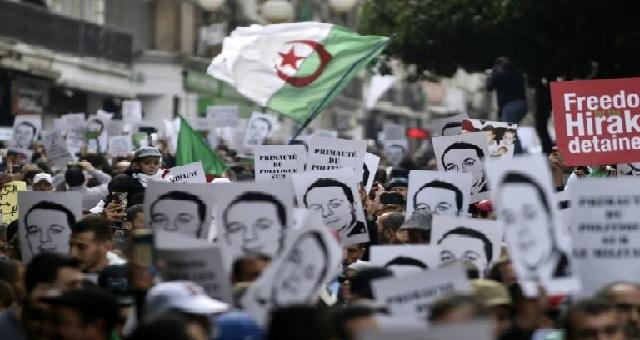 Algérie : Manifestation moins dense à Alger pour le 45e vendredi de contestation