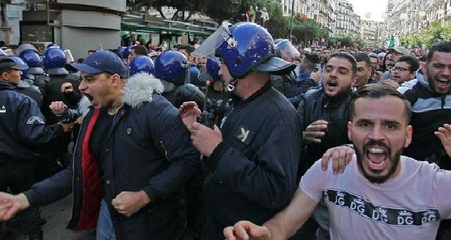 Algérie : La contestation demeure mobilisée après l'investiture du nouveau président