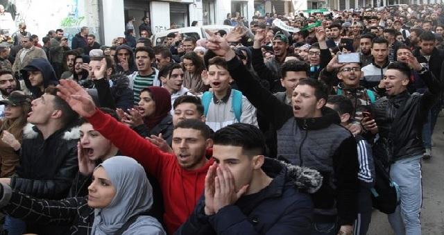 Algérie: Les étudiants à nouveau dans les rues d'Alger pour