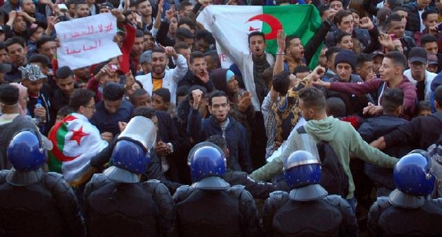 Algérie: La répression du mouvement de contestation se poursuit depuis la présidentielle