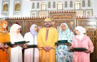 Le Roi remet le Prix Mohammed VI aux majors du Programme national de lutte contre l'analphabétisme dans les mosquées
