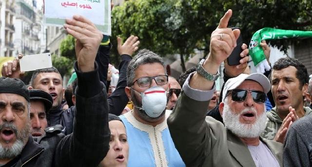 Algérie: 12 interpellations à l'issue d'un rassemblement pro-Hirak empêché par la police