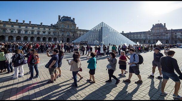 Réouverture prudente, lundi, du musée du Louvre