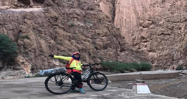 Meryem Belkihel, l'aventurière qui a parcouru les montagnes de l'Atlas à vélo en 10 jours