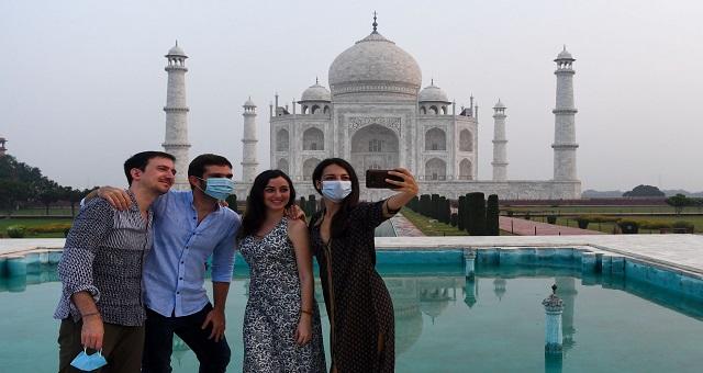 Le Taj Mahal rouvre en Inde malgré la flambée de la pandémie