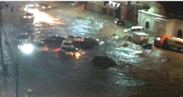 Inondations en Algérie : Des dizaines de véhicules emportées, d'importants dégâts provoqués