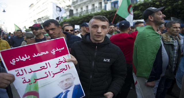 Algérie : Trois jeunes militants, dont