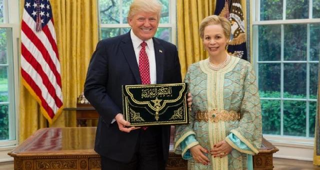 Le président Trump décerne la Légion du mérite, grade de commandant en chef, au Roi Mohammed VI