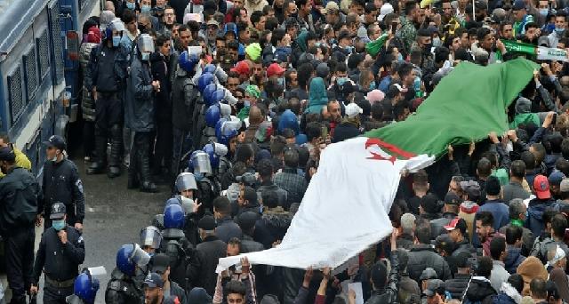 2e anniversaire du Hirak: Face à la répression, les étudiants algériens se mobilisent pour reprendre les manifestations hebdomadaires