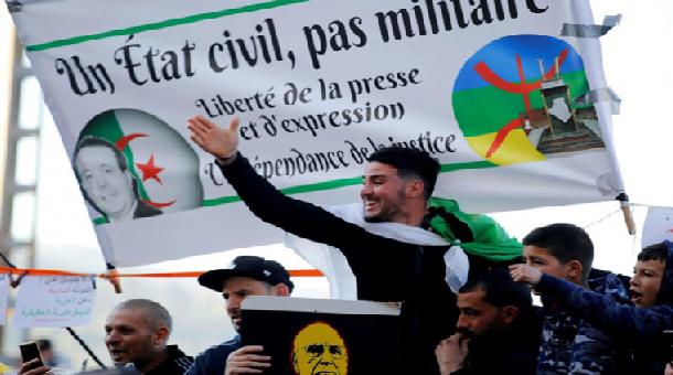 Les Algériens dans la ruece vendredi : «Le peuple veut la chute du régime»