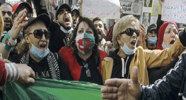 Algérie : Les femmes dans la rue pour leurs droits et contre le pouvoir