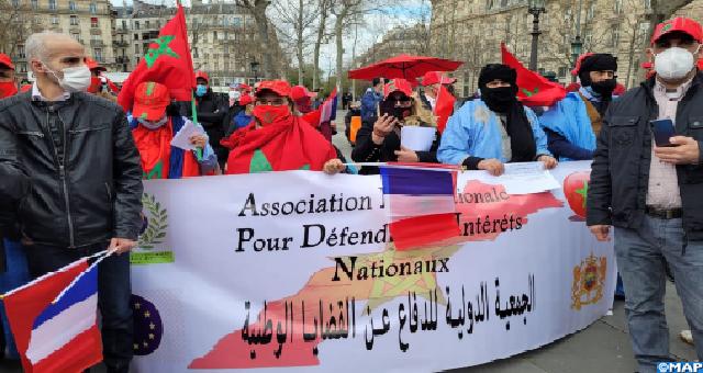 Paris: Un rassemblement de Marocains en solidarité avec les séquestrés des camps de Tindouf en Algérie (Vidéo)