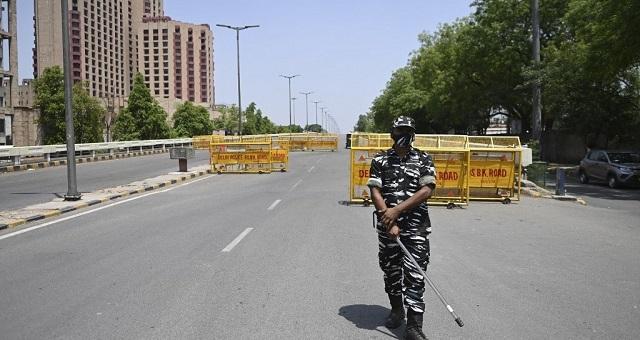 Flambée de la pandémie en Inde: New Delhi confinée pour une semaine à partir de lundi soir