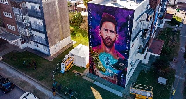 La légende du football Messi célébré dans une fresque murale géanteàRosario, sa ville natale