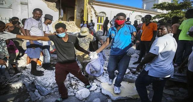 Séisme en Haïti: Le bilan s'alourdit à 1.297 morts